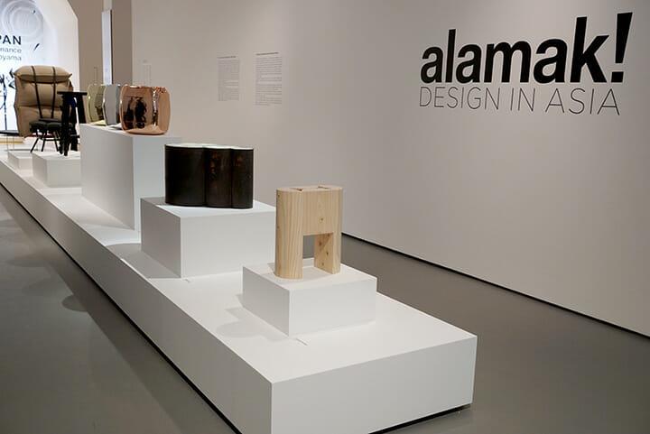 トリエンナーレ会場で開催されていた「Alamak! DESIGN IN ASIA!」は12組のアジアのデザイナーや作家による展示、手前は二俣公一氏のスツール、キュレーターは、中牟田洋一氏とTim Power氏