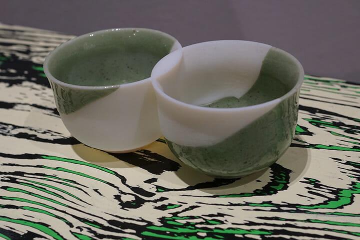 「Alamak! DESIGN IN ASIA!」より長坂常氏の展示、割れた茶碗を3Dプリントで継いでいる