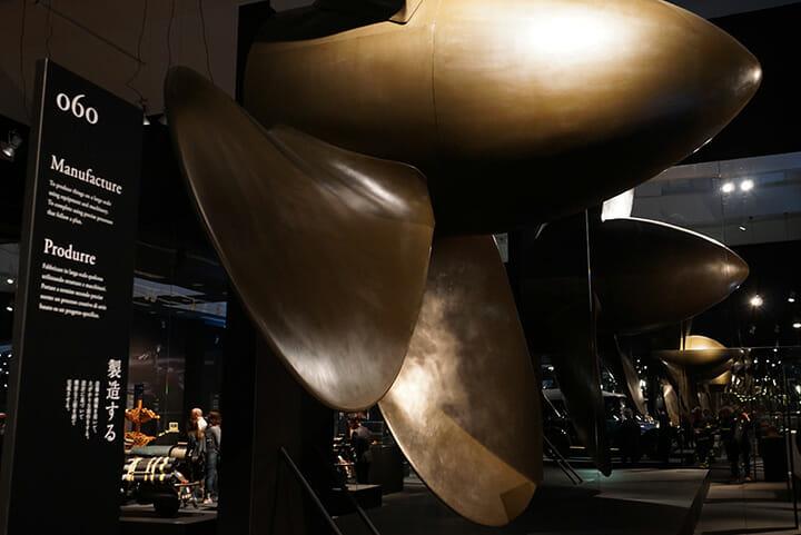 トリエンナーレ会場の目玉展示、アンドレア・ブランツィ氏と原研哉氏がディレクションした「Neo Preistoria 100 verbi: 新先史時代 100の動詞」は非常に濃密な内容、写真はタイタニック号のスクリュー。こうした企画でイタリアの巨匠デザイナーとタッグを組むのが日本人というのも、日本への評価や期待の表れといえる