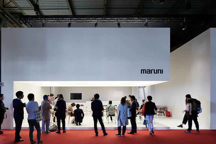 多くの来場者で賑わうマルニ木工のブース、Photography: Nacása & Partners Inc.