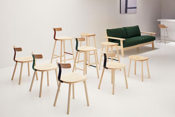 マルニ木工、ジャスパー・モリソン氏デザインの椅子「T」(左)とスツール「O」(中)Photography: Nacása & Partners Inc.