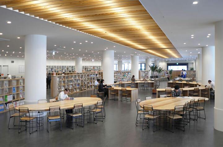 南魚沼市図書館「えきまえ図書館 本の杜」 (1)
