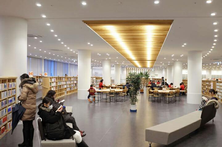 南魚沼市図書館「えきまえ図書館 本の杜」 (2)