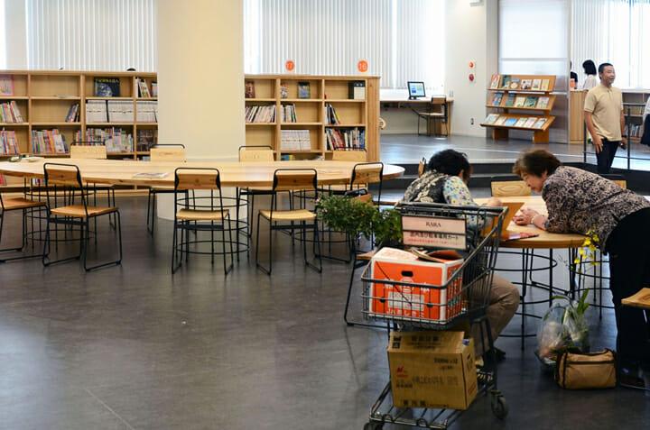 南魚沼市図書館「えきまえ図書館 本の杜」 (3)
