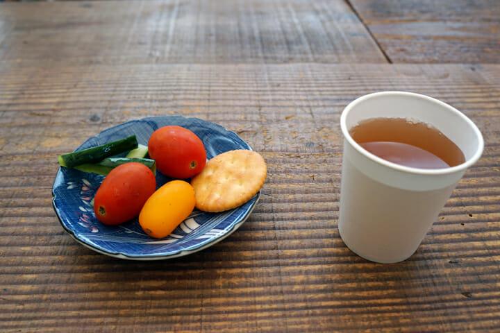 ミニトマトやお漬物をいただきました!小豆島の方たちはとっても優しい