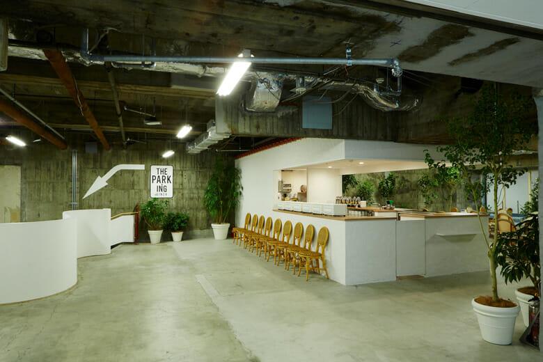 地下3階にある、トーストやサンドイッチなどの軽食が食べられるカフェ