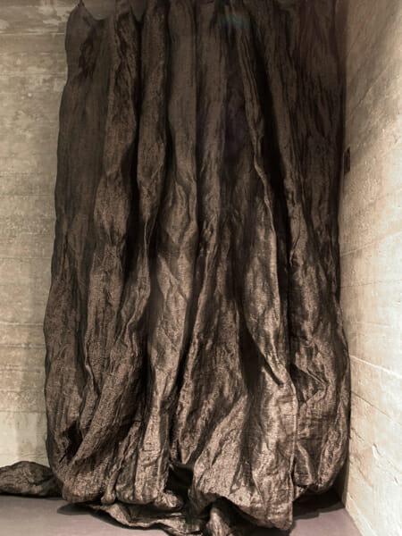ゴットランド島掩体壕跡の住宅のカーテン