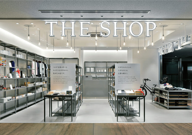 東京丸の内JPタワー(旧東京中央郵便局)内の商業施設「KITTE」4FにあるTHEの直営店「THE SHOP」