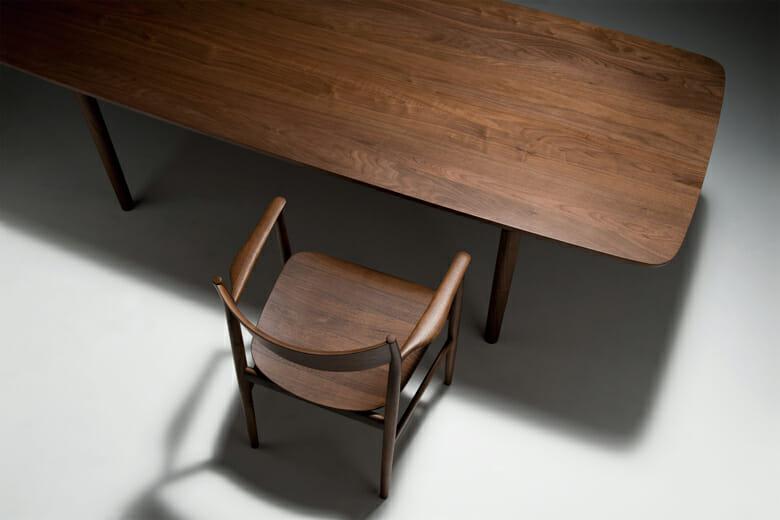 深澤直人がデザインを手がけた、椅子とテーブルのLUXコレクション「KAMUY(カムイ)」