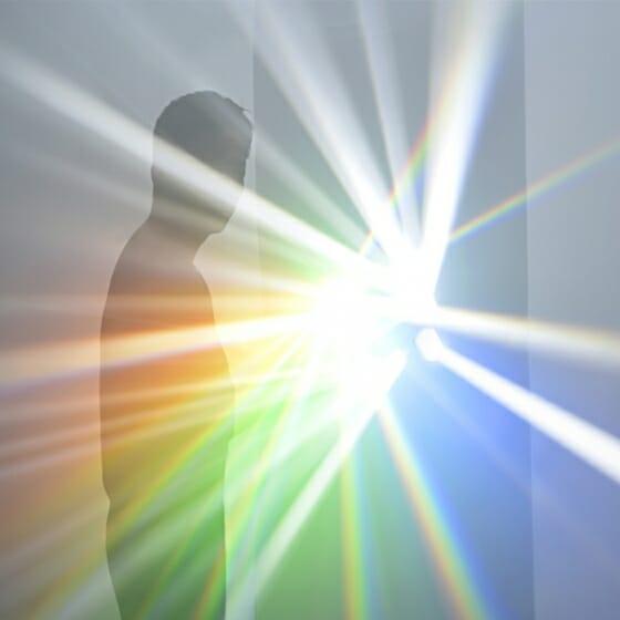 吉岡徳仁 スペクトル-プリズムから放たれる虹の光
