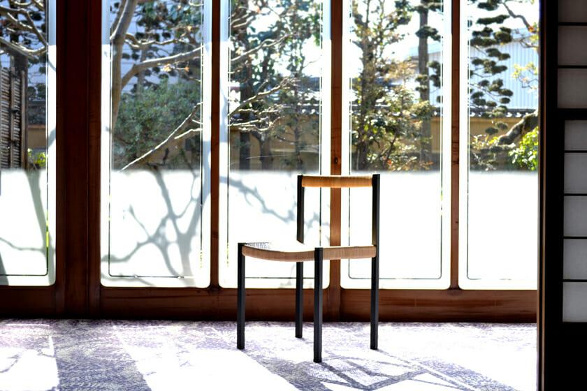 簡素な椅子 (1)