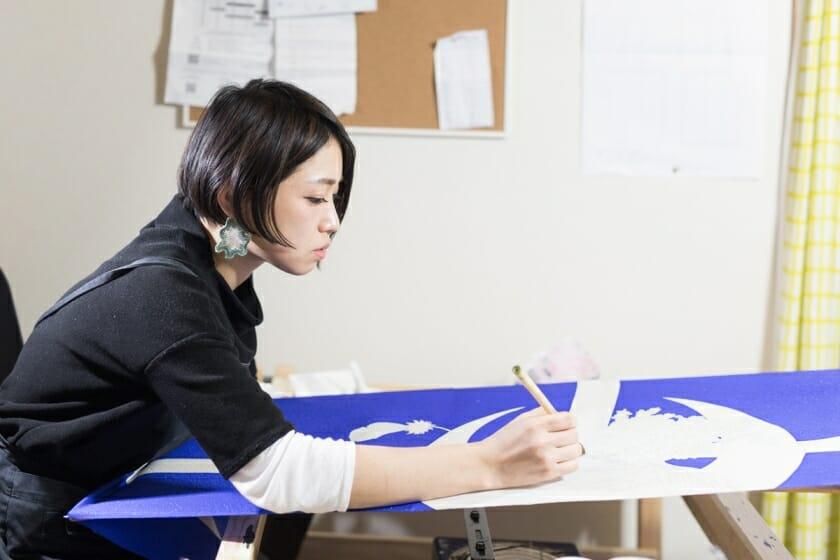 京都の気候や香り、街全体がインスピレーション-手描友禅作家・眞鍋沙智(1)