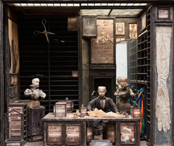 クエイ兄弟『ストリート・オブ・クロコダイル』より《仕立屋の店内》1986年 photo ©Robert Barker