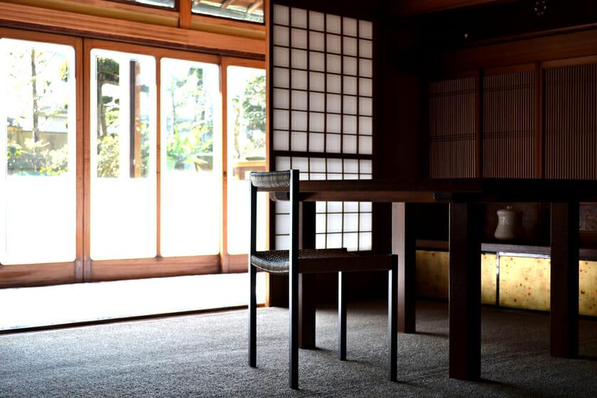 簡素な椅子 (2)