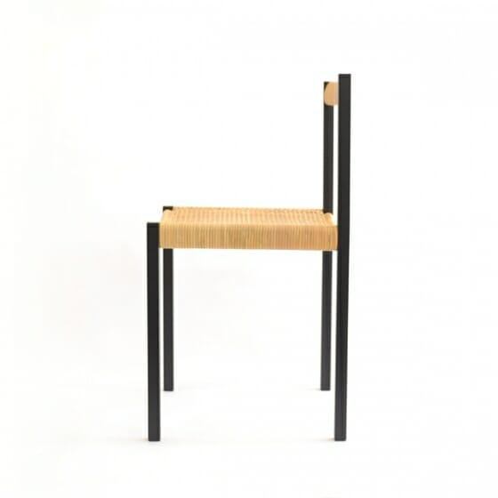 簡素な椅子 (3)