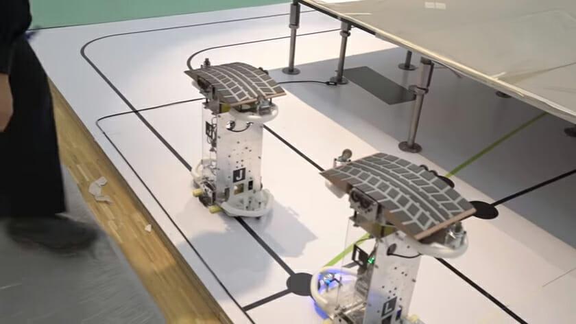 タイヤ跡型の磁石をのせたロボットが走ることで、軌跡が生まれる