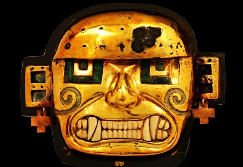 《黄金製の神像》 モチェ文化(紀元200年頃から750/800年頃) ペルー文化省・国立博物館所蔵 撮影 義井豊