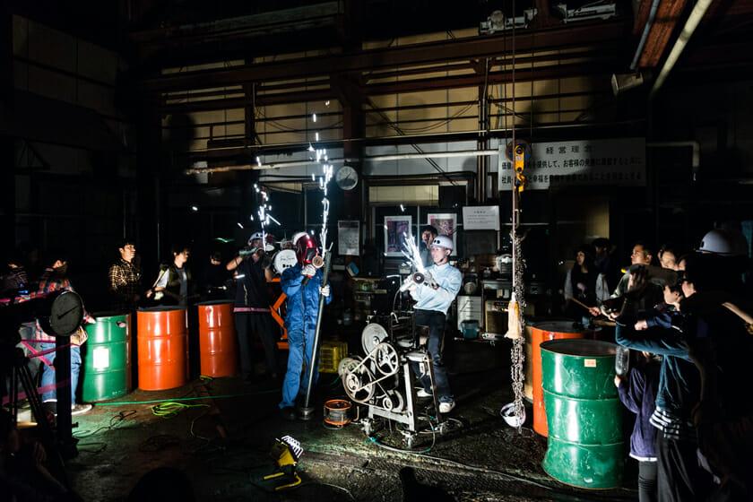 2016年に行われたレセプション「奏でる工場」。町工場を会場に音楽ライブを開催した