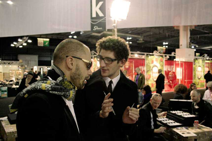 インターン時代のジェレミー・タリアン(右)
