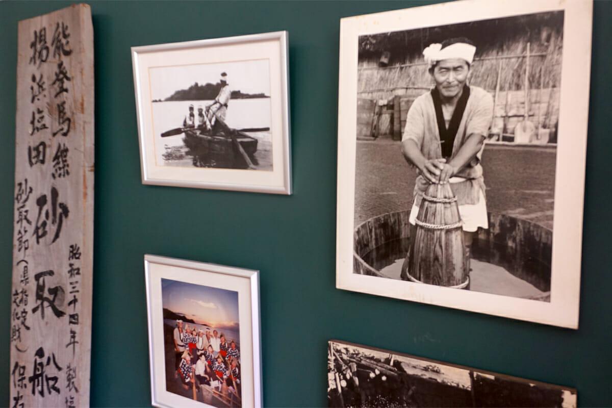 時を運ぶ船(塩田千春)。写真右に写っているのは「揚げ浜式製塩法」を伝えてきた角花菊太郎さん