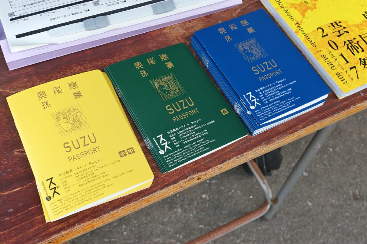 作品鑑賞パスポート。作品展示場所に入場する際にスタンプを押してもらえます。すべてのスタンプを集めると抽選でプレゼントがあたるかも…!