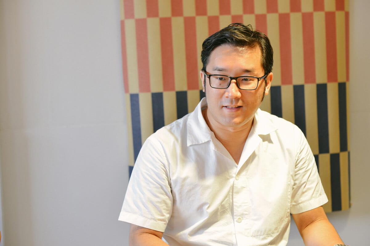 橋本崇秀 デザイナー。1982年神戸生まれ。2005年大阪デザイナー専門学校プロダクトデザイン科卒業、2009年神戸芸術工科大学プロダクトデザイン学科卒業後、インテリア雑貨メーカー、プロダクトデザイン事務所に勤務。2012年にフリーランスとして活動開始。2014年クリエイティブスタジオ「AZUCHI」をスタート