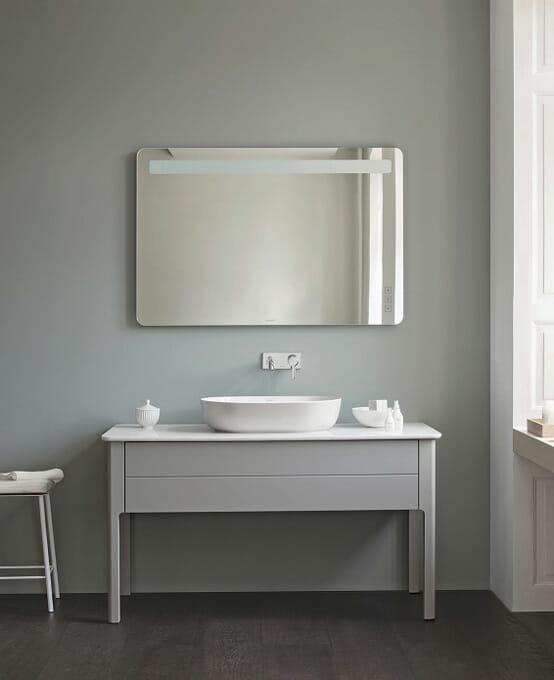薄いリムの楕円型洗面ボウルの内側は有効面積が広く、使いやすい仕様に。洗面ボウルの外側の色はホワイトのほか、サテンマットホワイト、サテングレー、サテンサンドの4色から選べる ©DURAVIT