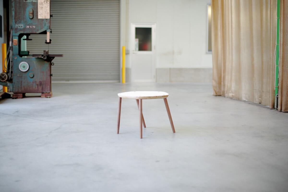 制作途中の「Five」シリーズの椅子
