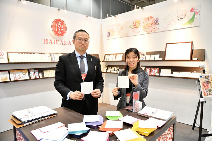 (写真右から)株式会社榛原・外商部の山田美香さん、中村修さん