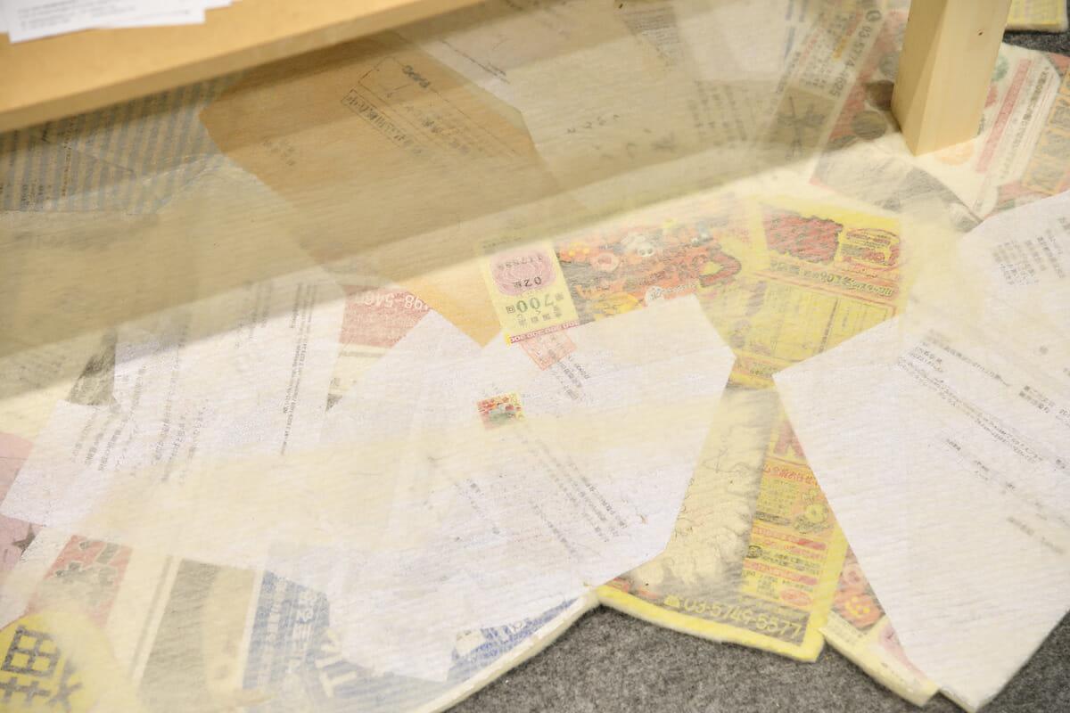 宝くじ(ハズレ確認済)や、チラシ、どこかの請求書までが澁木さんの手によってファブリック化していた
