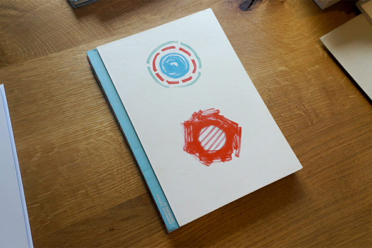 田渕さんの十数年にわたる落書きを松田さんがまとめた、1冊目の本。巻末には図録のようにすべての作品の説明が記載されています