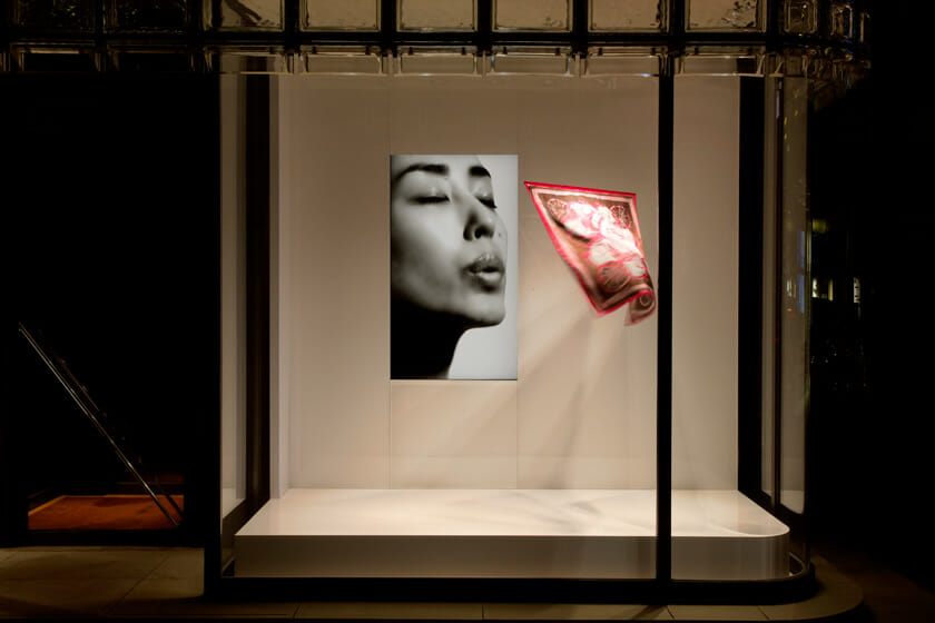 © Satoshi Asakawa / Courtesy of Hermès Japon 吉岡徳仁「吐息」2004年/2009年