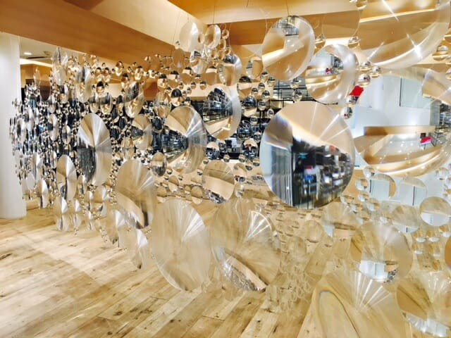 現代芸術活動チーム「目」の荒神明香の代表作「contact lens」がJINS 渋谷店で展示
