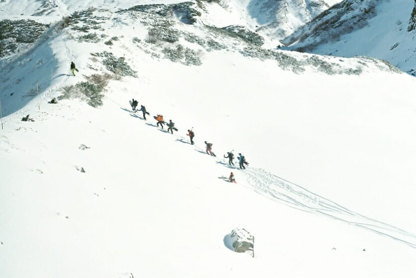 #02 山を滑る人