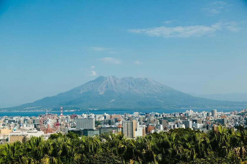 雄大な桜島がそびえる鹿児島
