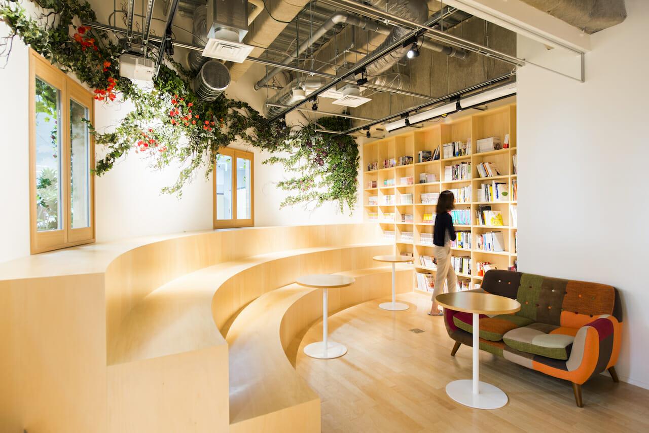 落ち着いて読書や自習ができる空間「A LIBRARY」