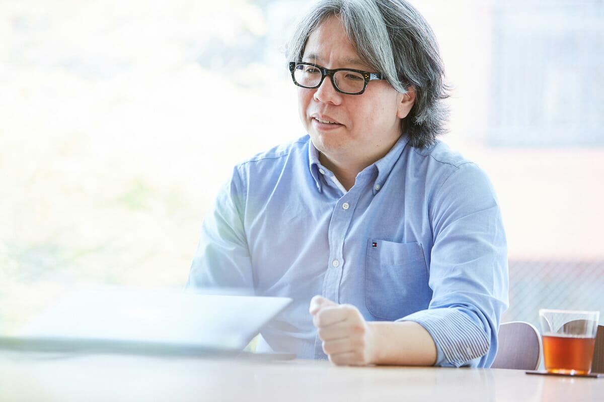 中村勇吾 ウェブデザイナー/インターフェースデザイナー/映像ディレクター。2004年にデザインスタジオ「tha ltd.」を設立。以後、数多くのウェブサイトや映像のアートディレクション/デザイン/プログラミングの分野で横断/縦断的に活動を続けている。おもな仕事に、ユニクロの一連のウェブディレクション、KDDIスマートフォン端末「INFOBAR」の UIデザイン、 NHK Eテレ「デザインあ」のディレクションなど。主な受賞に、カンヌ国際広告賞グランプリ、東京インタラクティブ・アド・アワードグランプリ、TDC賞グランプリ、毎日デザイン賞、芸術選奨文部科学大臣新人賞など。