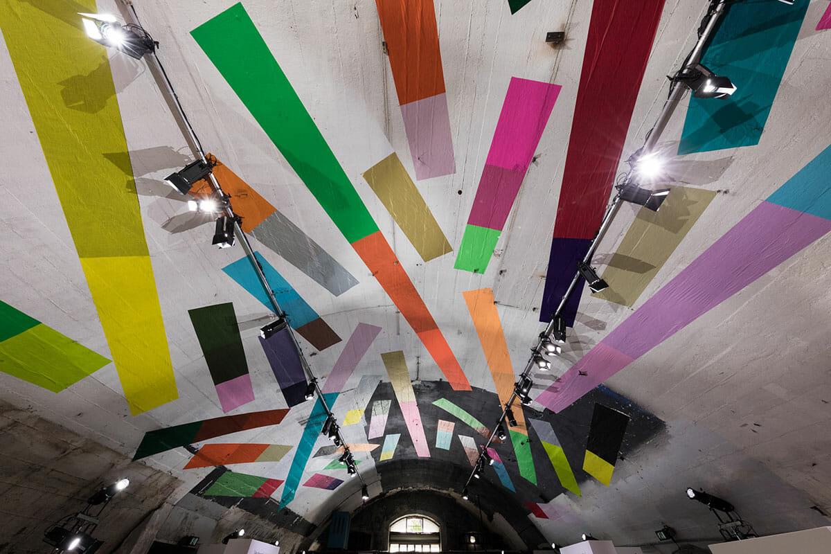 ミラノデザインウィーク2018 ブルーノ・ムナーリの詩を表現したHARU展示会場の天井の画像