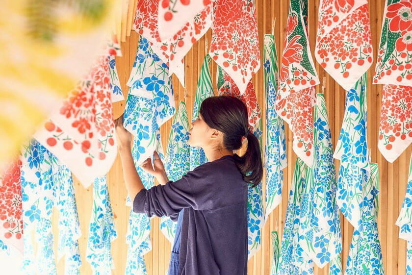 テキスタイルデザイナー・氷室友里による「母の日に贈るハンカチ」の展示会、「FLOWERS FOR MOTHER'S DAY」が今年も開催