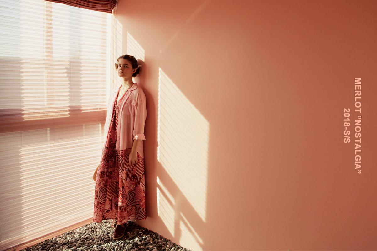 """「大人の可愛らしさを自分なりに楽しむ女性へ」。ユニークな北欧テイストのオリジナルテキスタイル製品や、ディティール、形にもこだわったアイテムで、お洒落の中にユーモアを提案しているレディスファッションブランド「merlot」 <a href=""""http://www.merlotcamp.com/"""" rel=""""noopener"""" target=""""_blank"""">http://www.merlotcamp.com/</a>"""