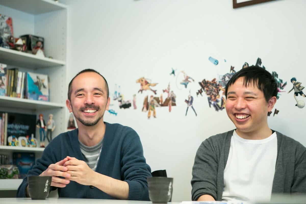 AC部 安達亨(左)、板倉俊介(右)、安藤真の3名により1999年に結成されたクリエイティブチーム。在学中に制作した「ユーロボーイズ」がNHKデジタル・スタジアム年間グランプリを受賞。現在は安達亨と板倉俊介の2名で活動しており、多数の企業CM、ミュージックビデオなどの制作を手がけている。独特の表現とオリジナリティにはファンも多く、国内外から高い評価を受ける。2014年には「高速紙芝居」が第18回文化庁メディア芸術祭のエンターテインメント部門審査委員会推薦作品に選ばれた。