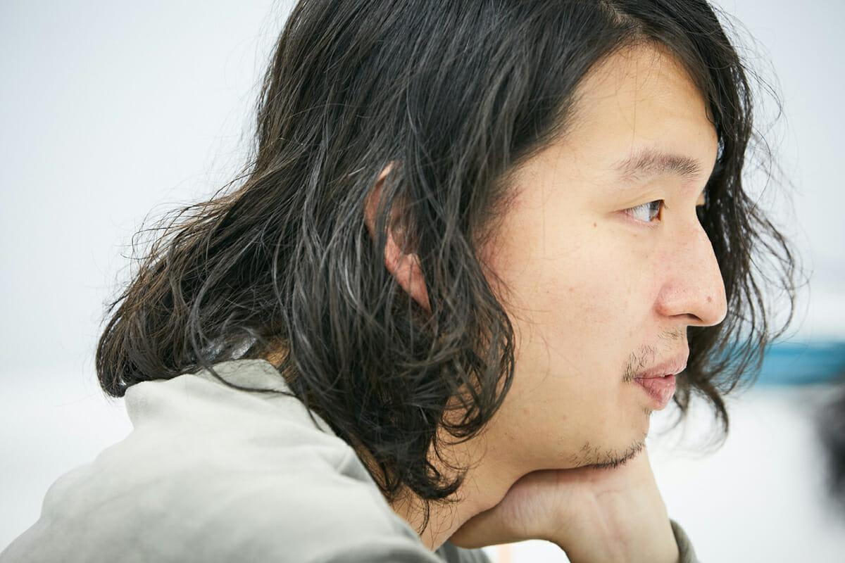 矢向直大 モーショングラフィックを軸に、映像、WEBなどの領域を問わず、コンテンツのディレクションからプロデュースまで手がける、クリエイティブスタジオ「flapper3」設立メンバー。2010年よりトラックメーカーのGo-qualiaと共にオンラインレーベル「Bunkai-Kei records」を主宰。また個人としてVJとして活動している