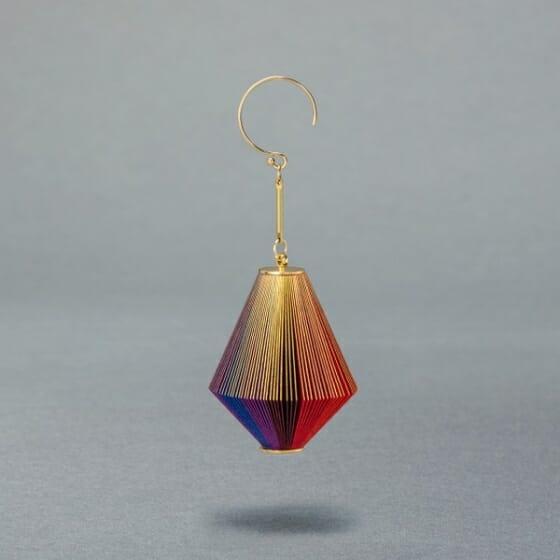 ジュエリーブランド「ikue」異なる色の紙でグラデーションにした「DIAMOND / GRADATION」の画像