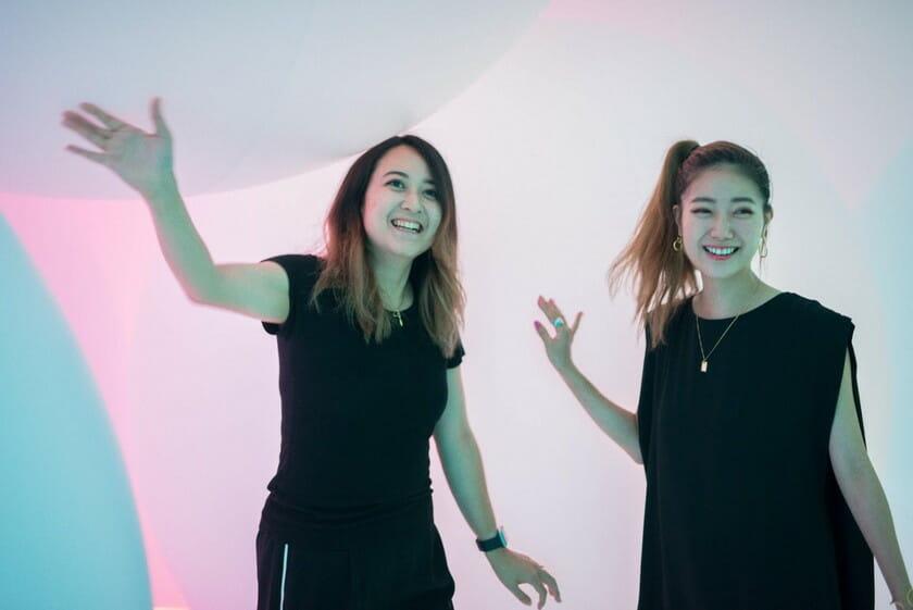 大石結花×石井リナ インタビューの様子 場所:チームラボ プラネッツ TOKYO DMM.com