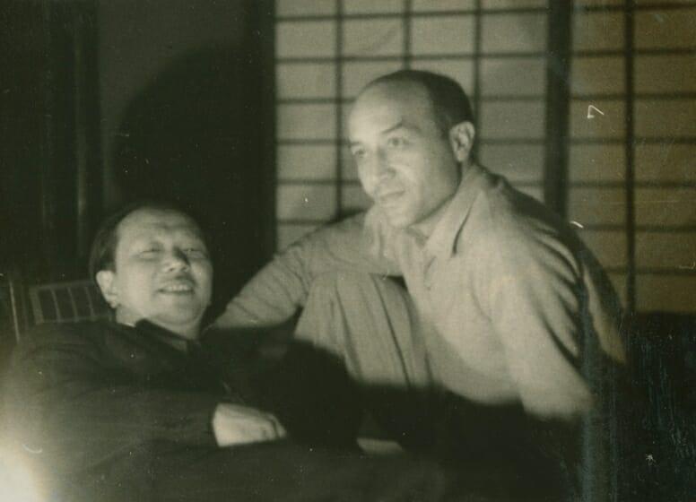 1954年 イサム・ノグチと岡本太郎 北鎌倉の夢境庵にて