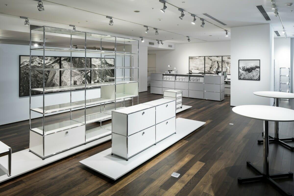 USM モジュラーファニチャー ショールームで開催中の「ダニエル・シュワルツ写真展 – de glacierum natura」展示風景