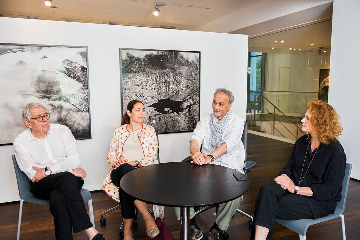 (左から)ロベルト・メディチ、サンドラ・シェアー・ベルワルド、ダニエル・シュワルツ、ブリジット・メディチ