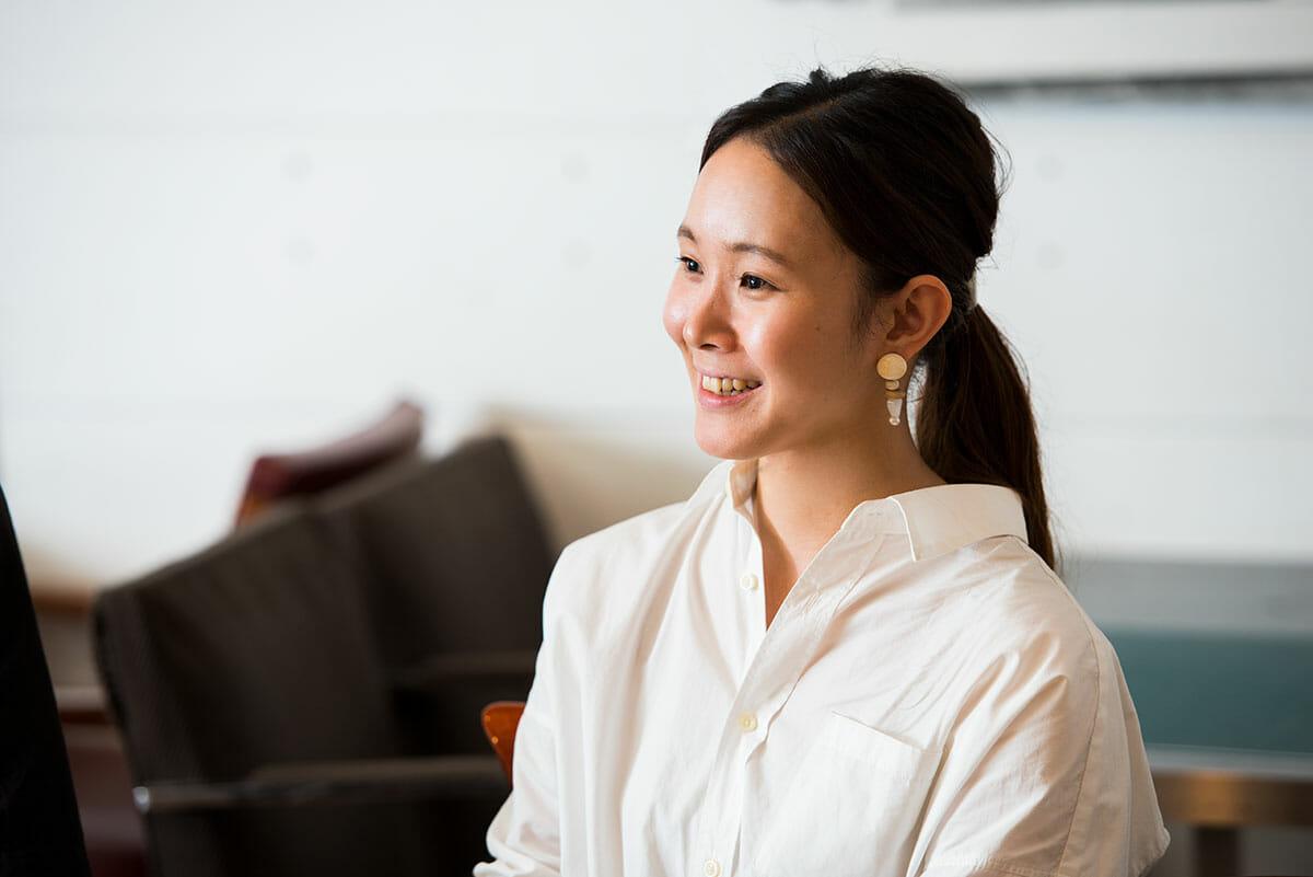 高橋亜由美<br /> 1989年生まれ。2012年愛媛大学文学部卒業、2015年ICSカレッジオブアーツインテリア・アーキテクチュアデザイン科卒業、現在株式会社丹青社でプランニング職に従事