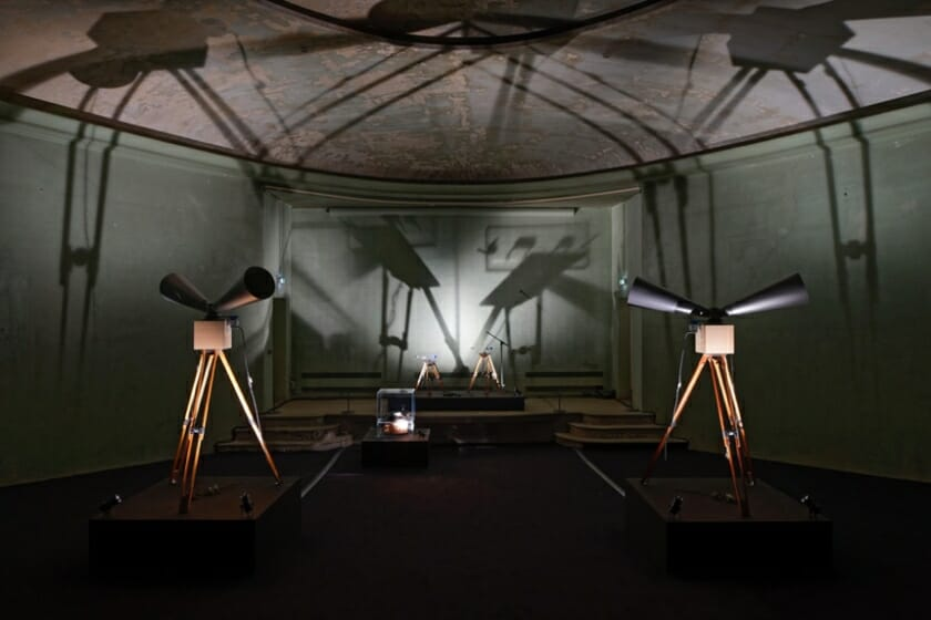 毛利悠子にとって美術館での初個展、「毛利悠子 ただし抵抗はあるものとする」が十和田市現代美術館で10月27日から開催