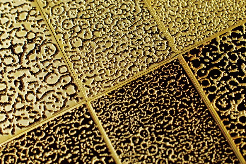 真鍮のエンボス版。大阪の製版会社、和光に製作を依頼